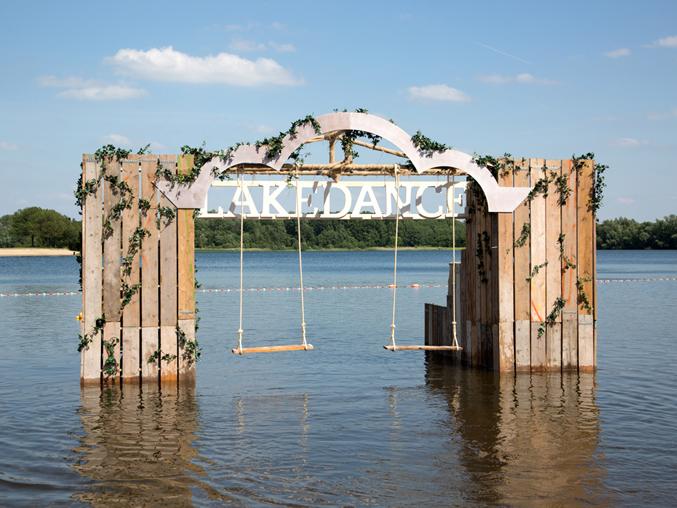 coreworks-lakedance-waterschommel