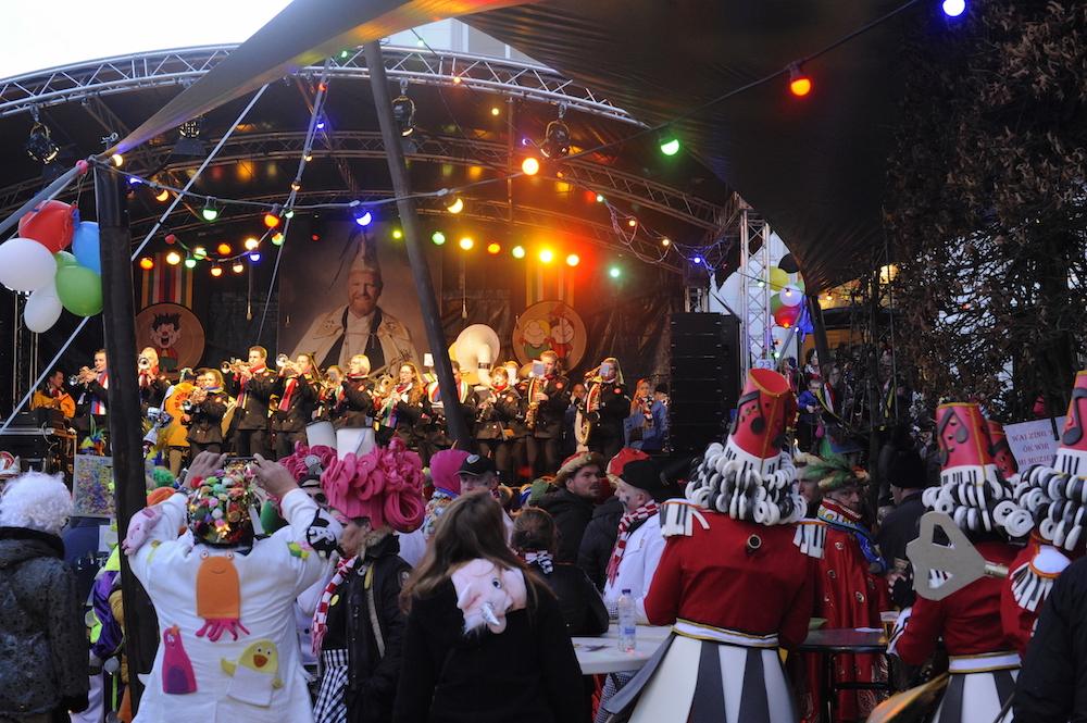 stage rental carnaval