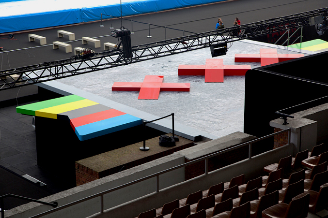 coreworks_coreproducts_layher-event-podium_custom-made