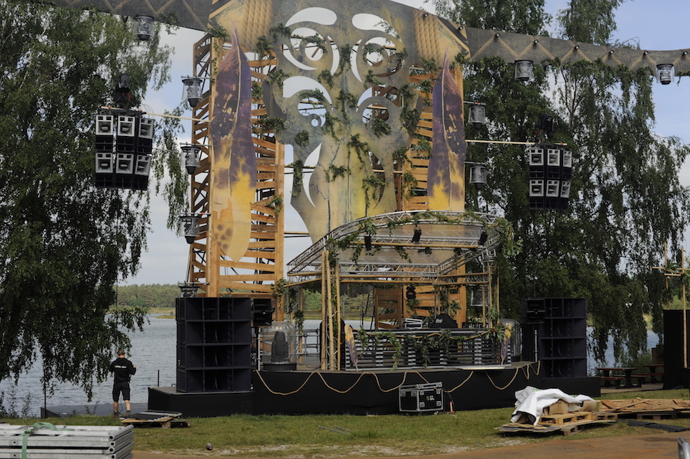 decor van een festivalpodium 2018