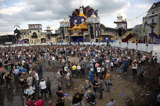 fetsival-mainstage-crowd